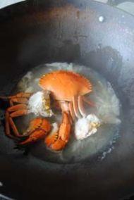 三门青蟹炒年糕的做法步骤:10